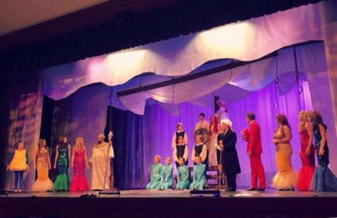 The cast of The Little Mermaid singing their hearts out for the finale.
