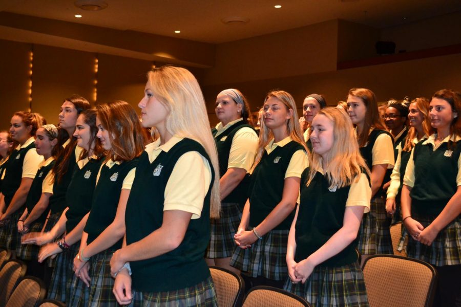 Seniors receive stoles to formalize leadership roles at St. Joe