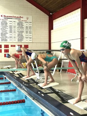 Senior Gretchen Allman and her fellow divers preparing to swim at practice.