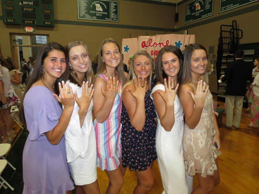 Juniors+pose+with+their+new+rings%21+From+left+to+right%2C+Mallory+Kimes%2C+Katie+Kostecki%2C+Abby+Koch%2C+Kara+Greger%2C+Shannon+Sims%2C+and+Delaney+Schieber