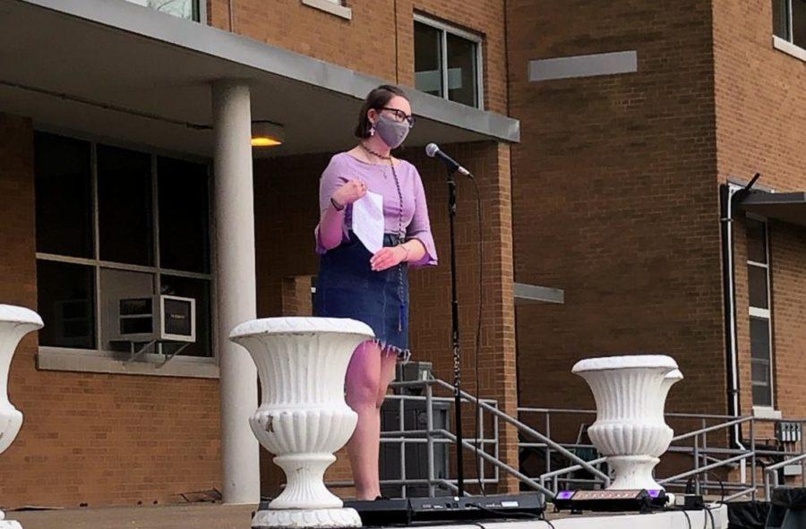 Rachel Esser '21 presenting her poem at the Poetry Slam.