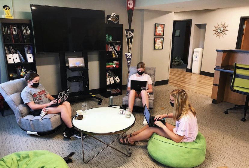 Class of 2022 working on their college check list in college advising